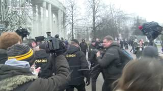 Belarus Riot Police Arrest Hundreds of Anti-Government Protesters