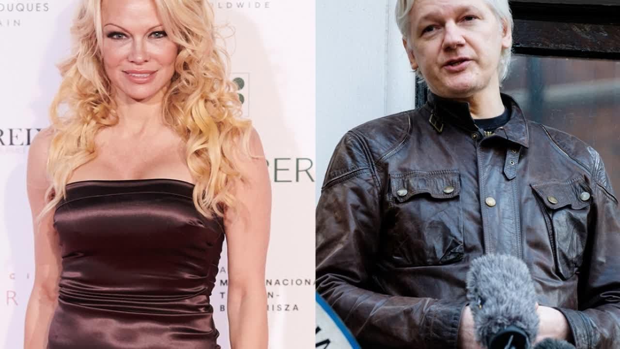 Pamela Anderson dan Jualian Assange (gambar dari: https://www.youtube.com/watch?v=lpqtF0zljZM)