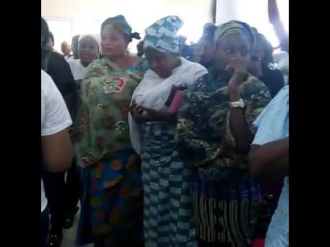 LiveUpdates:Late Actress Moji Olaiya's Daughter, Adunola in tears after seeing mum's corpse (Watch Video)