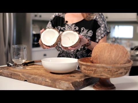 How to Open a Coconut - Muy Bueno