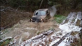 Нивы и УАЗ Патриот в грязи