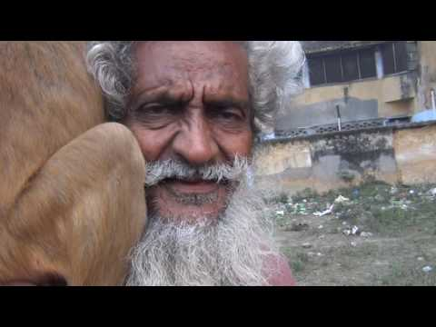 Shyam Sadhu on his daily drive to feed the monkeys