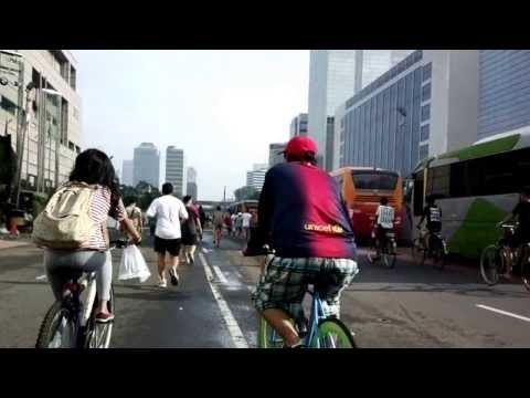 Walking through MH Thamrin street @ Jakarta car free day