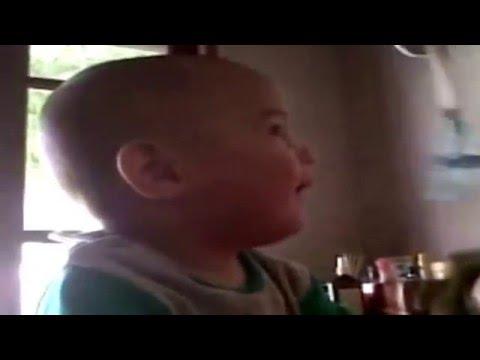 Risa conagiosa de bebe,  uno de los sonidos mas puros... y graciosos!
