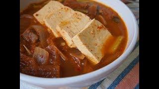 Что едят в Корее: Тведжи Коги Кимчи Чиге (김치찌개) или рагу из кимчи со свининой