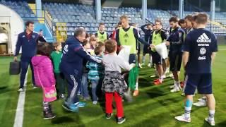 Детская футбольная команда на тренировке национальной сборной России в Черногории.