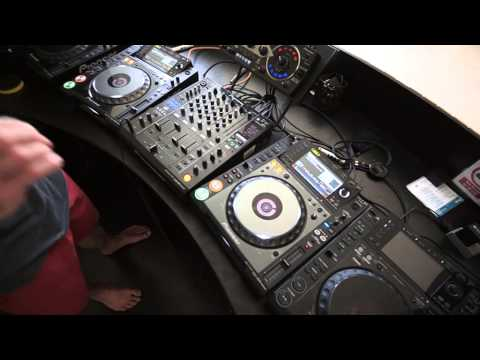 DJ MIXING LESSON ADDING ECHO AS A TUNE COMES IN AND AS THE OTHER GOES OUT