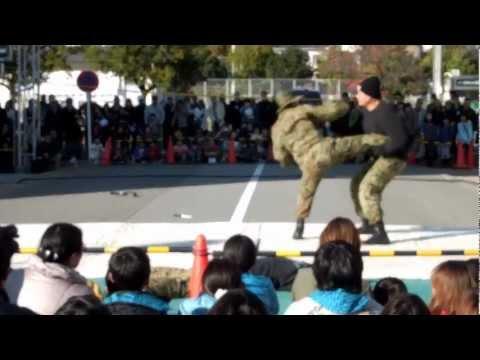 姫路の自衛隊61周年創立記念行事 レンジャー格闘展示