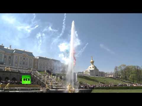 Торжественное открытие сезона фонтанов в Петергофе