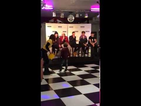 One Direction at The Rays Of Sunshine Event - London 2014 (RONNIE SINGS!)