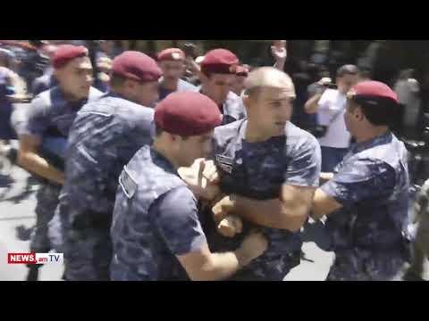 Տեսանյութ.Կարմիր բերետավորները բերման են ենթարկում Քոչարյանի աջակիցներին