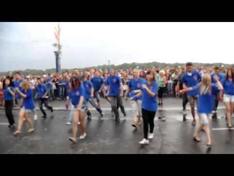 Видео: Ритмичный флеш-моб Омск - Лучший танцевальный флешмоб ФМ2013