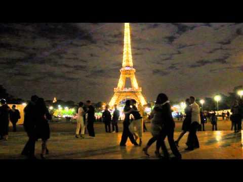 Dancing tango in Paris, Trocadero