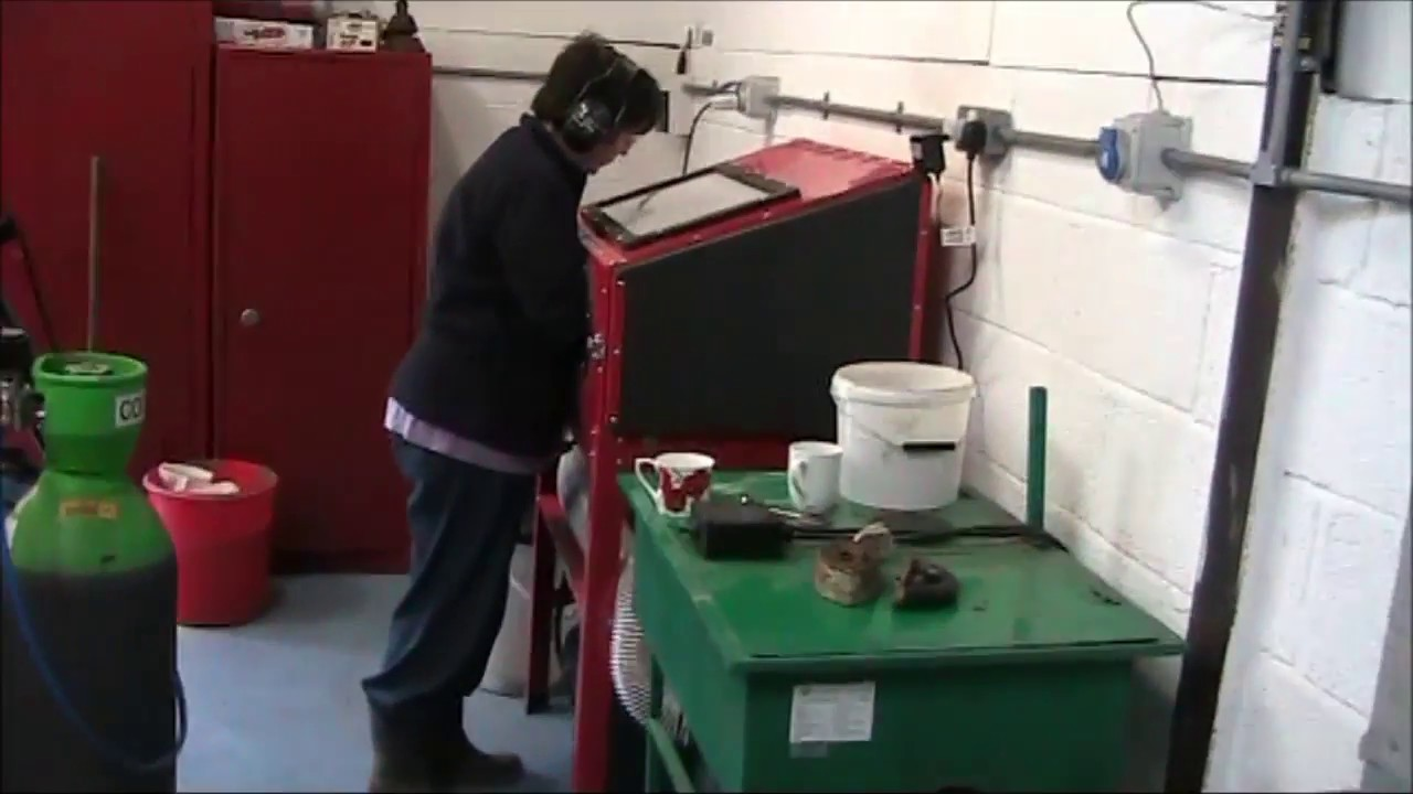 Sand Blast Cabinet Dust Extraction - YouTube