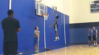 Gambar cover Duke Freshman Brandon Ingram Shows Off Crazy Hops, Jumps ABOVE Backboard