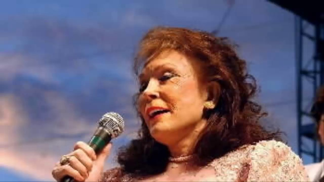 Loretta Lynn, country music's first lady, has stroke; was to have played Penn ...