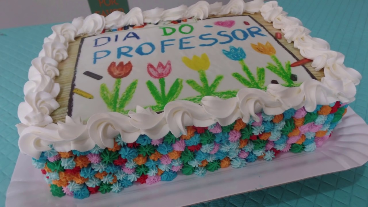 Bolo De Chantilly Colorido E Papel Arroz Especial Dia Dos Professores