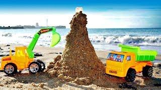 ¡Los CAMIONES de juguete construyen un FARO! Vídeo educativo para niños.#juegosdearena