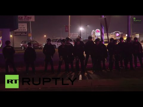 USA: Ferguson protesters strike National Guard Humvee