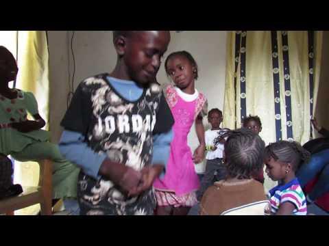 SENEGAL 2018  - Enfants dansant (3)