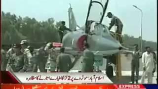 موٹروے اسلام آباد پر پاکستان ایرفورس کے 2 جنگی طیاروں کا کامیاب مظاہرہ