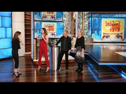 Ellen Plays 'Heads Up! Pictures' with the Cast of 'Into the Woods'