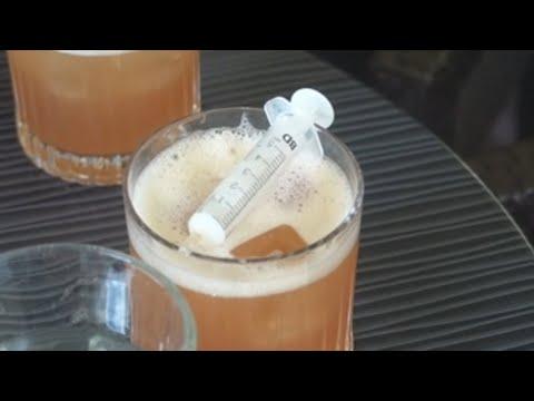 ¿Prefieres el cóctel 'Pfizerr' o el 'Monderna? Un bar se inspira en las vacunas para sus originales bebidas
