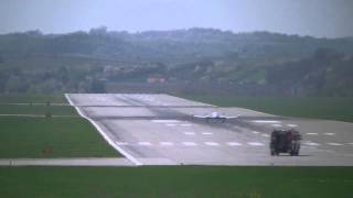 Awaryjne Lądowanie samolotu na lotnisku Kraków - Balice - Akcja Lotniskowej Straży Pożarnej