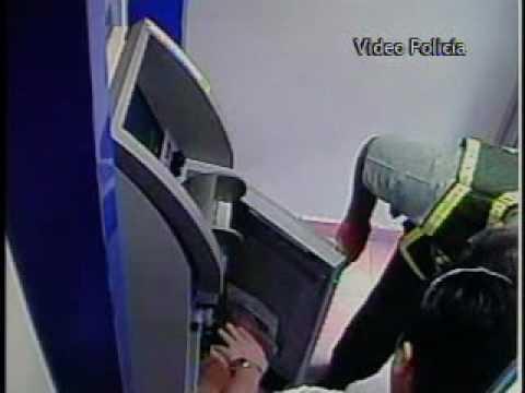Video muestra a ladrones asaltando cajero electr nico for Cajeros en el aeropuerto