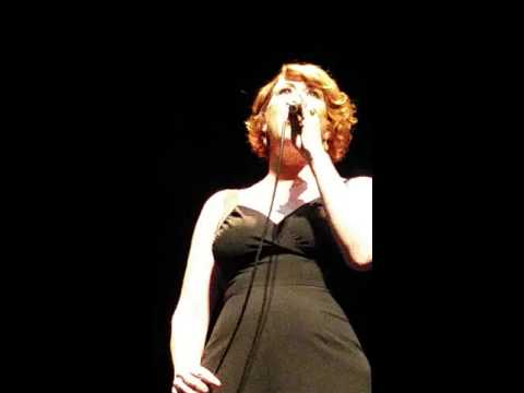 Molly Ringwald singing Somewhere over the Rainbow