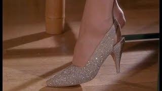 女孩穿着能变美的魔法鞋约会,却在羞羞的时候担心鞋子掉落