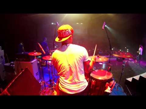 hijau daun live concert papua - setiap detik - drum cam rio star