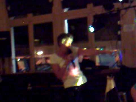 LADY SINGS CRAZY FROG ON  KARAOKE VERY BAD