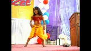 CUTE BABY DANCING ON Chikni Chameli......