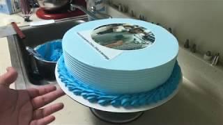 Decorando pastel para papá