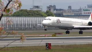 JA8069 JAL MD-90 RWY32L LD100430