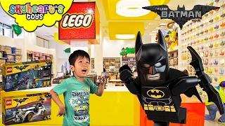 Shopping in LEGO BATMAN MOVIE Store - Buying Lego Duplo toys for kids with batman toys