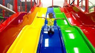 Поездка в выходной день в детский городок развлечений.
