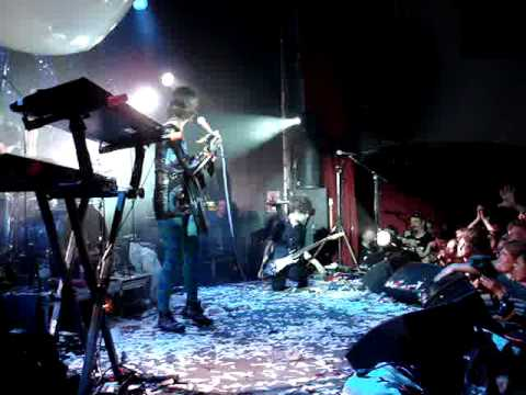 Yeah Yeah Yeahs - Art Star / Date with the night - live Stockholm 2009