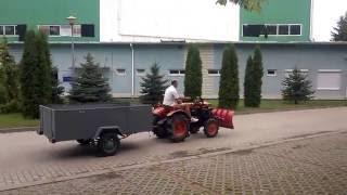 Traktorek Kubota 7000 z przyczepką do gałęzi. www.akant-ogrody.pl