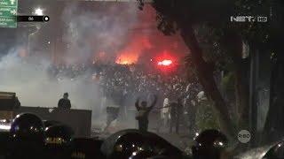 Suasana Mencekam Aksi Demo Massa di Sekitaran Kantor Bawaslu - 86