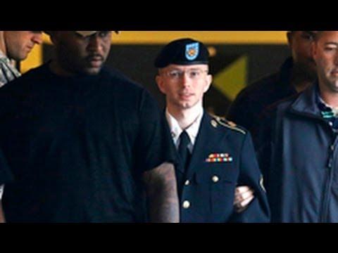 Bradley Manning không can tội giúp quân địch