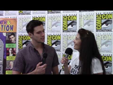 Drew Roy talks favorite Ninja Turtles & playing evil on Falling Skies