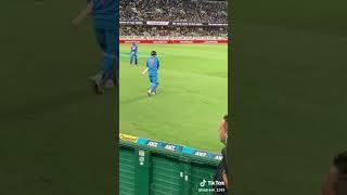 Dhoni dhoni dhoni crowd in the ground 💙