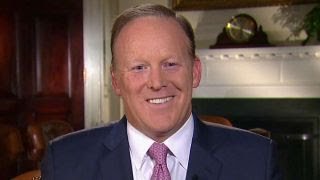 Spicer: I want Scaramucci and Sanders to have fresh start thumbnail