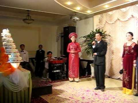 Ô. Đăng Đình Phương (Chủ hôn họ Trai) phát biểu.