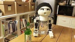 ロボットだって新年は無礼講!ほろ酔いロボットと一緒に乾杯♪