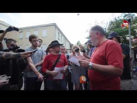 Уличные артисты на Арбате провели одиночные пикеты