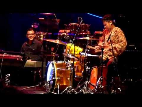 Bowie Solo Drum - Tohpati Bertiga Concert