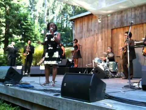 "Sharon Jones & The Dap Kings - ""It's a Man's World"" (Live @ Stern Grove Festival 2011)"